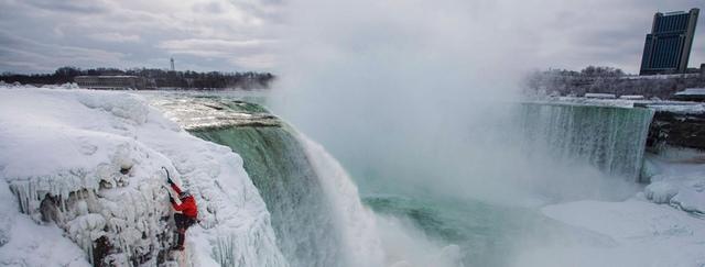 10.jpg - 瀑布被冰凍了