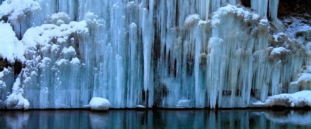 1.jpg - 瀑布被冰凍了