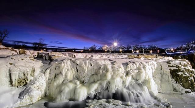 15.jpg - 瀑布被冰凍了