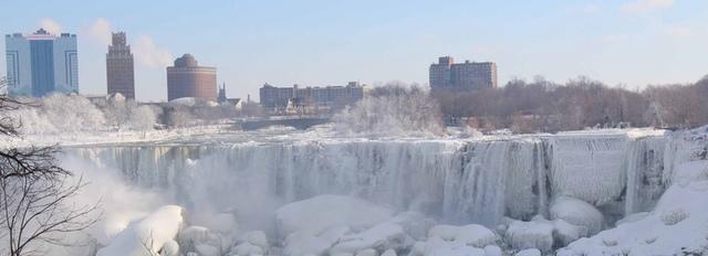 8.jpg - 瀑布被冰凍了