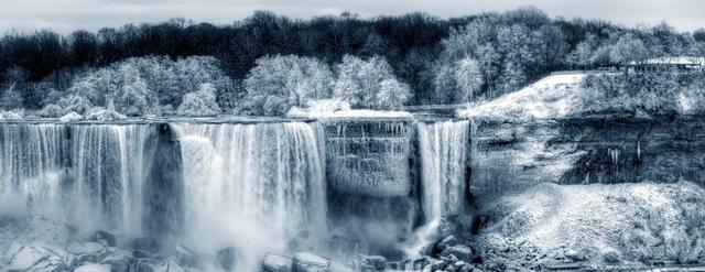 11.jpg - 瀑布被冰凍了