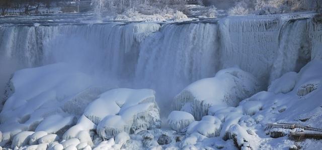 13.jpg - 瀑布被冰凍了