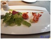 2011到處吃:沙拉 煙勳鮭魚籮美鮮蝦.JPG