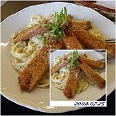 2009年到處玩(7-8月):吉瑞美義大力麵  白醬豬排意大利麵cats.jpg