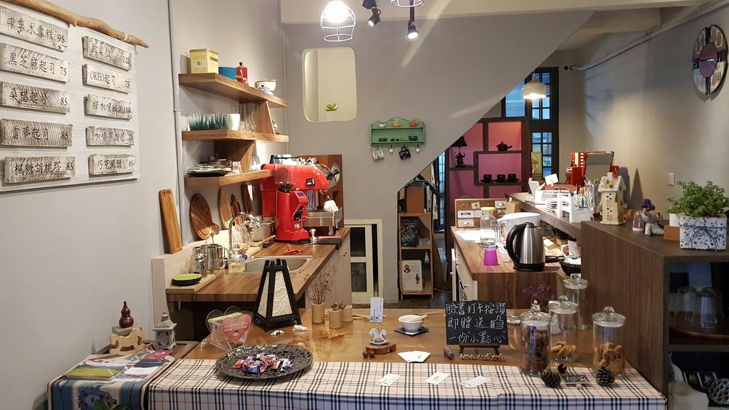 20180814_161637.jpg - 【花蓮】隱藏在巷弄之中的美味甜點。靜町甜點會社蛋糕手工布丁&咖啡