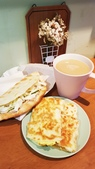 【中和.永和】頂溪捷運站早午餐推薦。晨時年代朝食所。推手工鮪魚起士蛋餅:20190605_063221.jpg