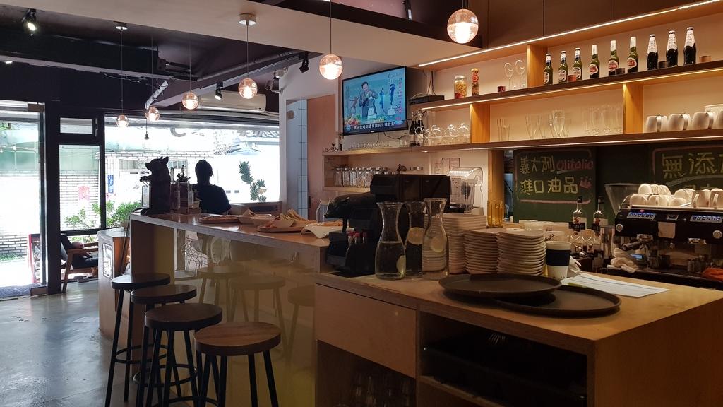 20180712_154408.jpg - 【台北.公館】彼克蕾咖啡義大利麵下午茶專賣店。寵物友善餐廳上牽繩可落地