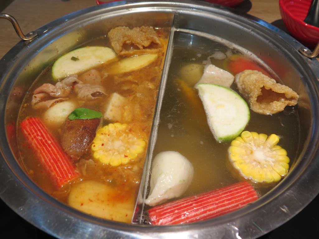 IMG_7283.JPG - 【中和.永和】午餐.晚餐推薦。樂番日式涮涮鍋。推樂番綜合海鮮鍋。11盎司兩大盤超大雪花牛肉鍋
