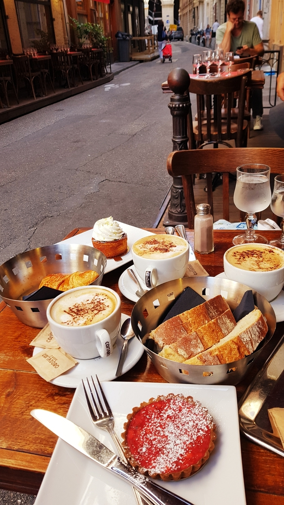 20190702_095708.jpg - 2019【法國】里昂Lyon。203 Cafe早餐麵包咖啡超美味推薦。莓類水果塔比甜點店好吃