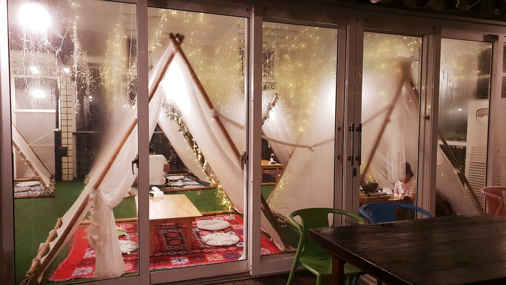 145823.jpg - 【彰化.員林】極光森林寵物友善餐廳。可觀看夜景+高鐵+超唯美帳篷包廂