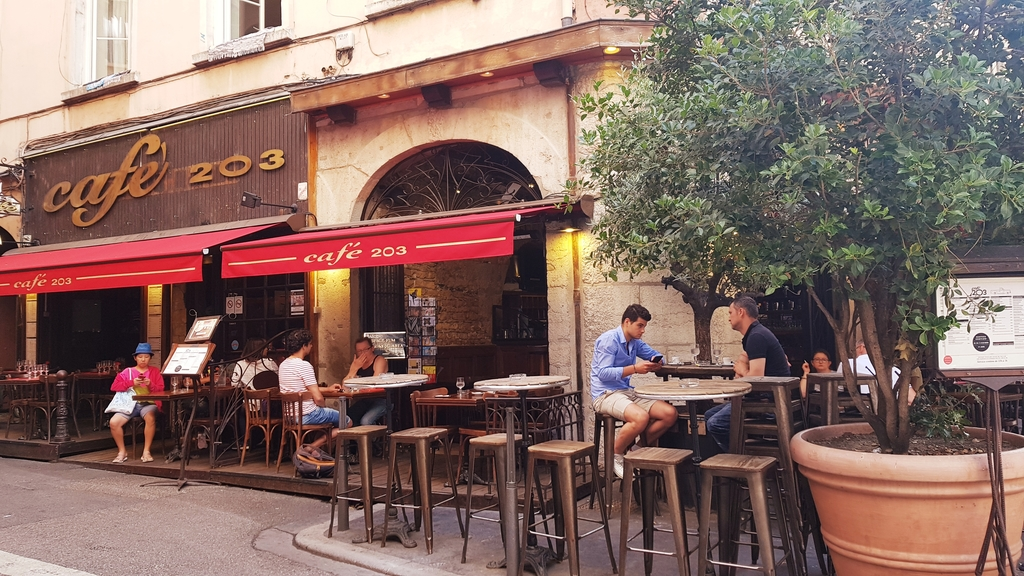 20190702_094212.jpg - 2019【法國】里昂Lyon。203 Cafe早餐麵包咖啡超美味推薦。莓類水果塔比甜點店好吃
