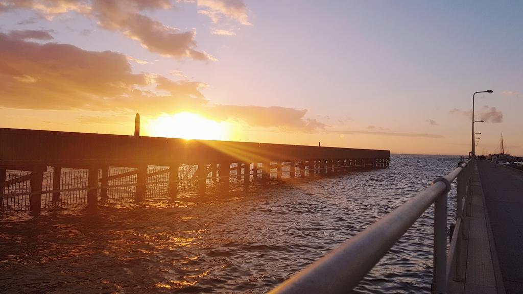 20190213_201008.jpg - 【澳洲.墨爾本】2019免費景點。Brighton Beach Bath Boxes 海邊彩色小屋