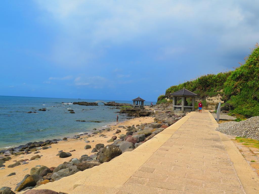 【台北】北海岸石門洞景點。美麗的貝殼砂海灘。熱門觀看夕陽&潮間帶景點:IMG_9582.JPG