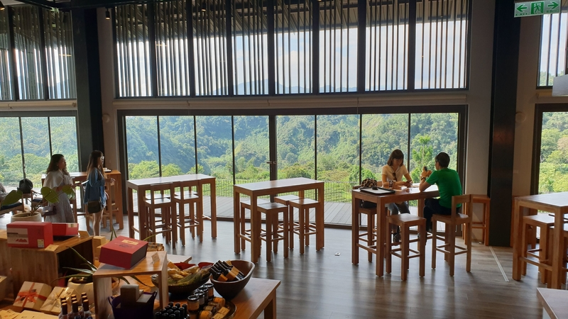 158761.jpg - 【南投.魚池鄉】鹿篙咖啡。被群山環繞的咖啡廳。咖啡好喝蛋糕好吃