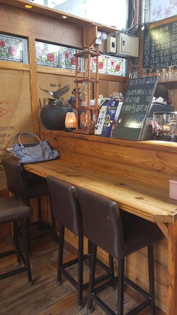 20191107_110958.jpg - 【中和.永和】仁愛公園咖啡甜點推薦。咖啡咖小木屋建築咖啡香四溢。野夫咖啡豆手沖美味咖啡