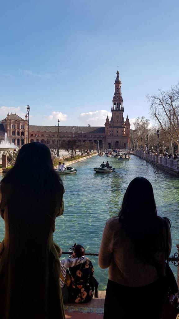 133170.jpg - 【西班牙.賽維亞】2020Sevilla西班牙廣場划10歐小船不限時間。假日觀賞佛朗明哥街頭藝人表演