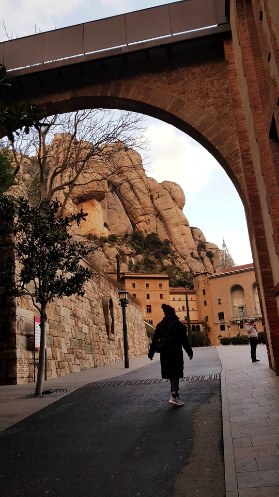 133478.jpg - 【西班牙】2020巴塞隆納近郊。開車一個小時蒙特塞拉特山修道院散散步