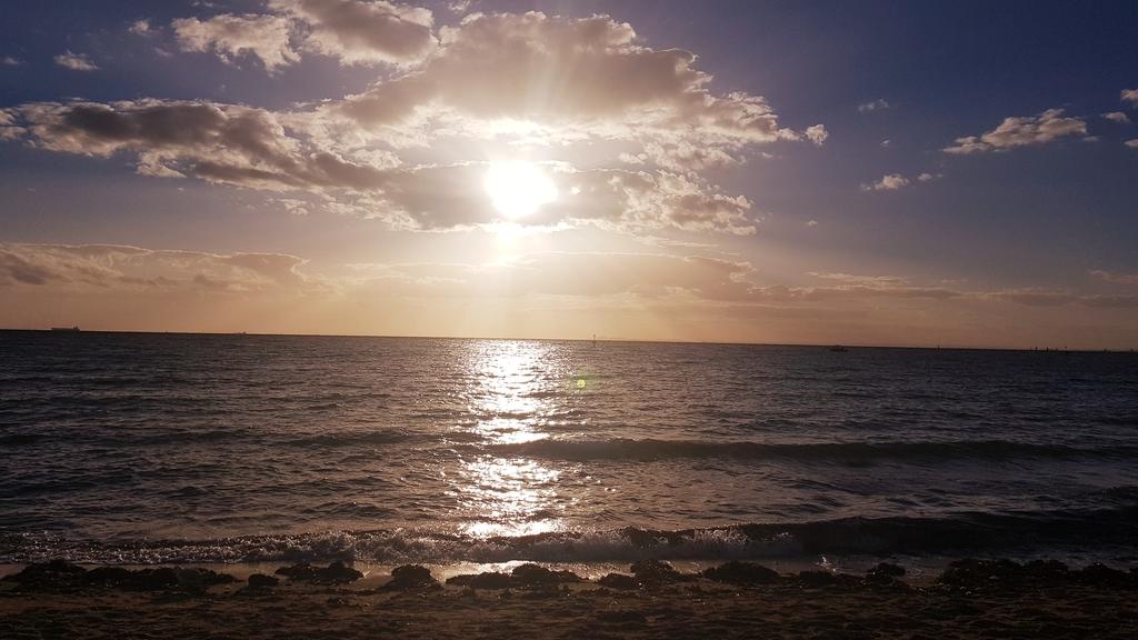 20190213_192943.jpg - 【澳洲.墨爾本】2019免費景點。Brighton Beach Bath Boxes 海邊彩色小屋