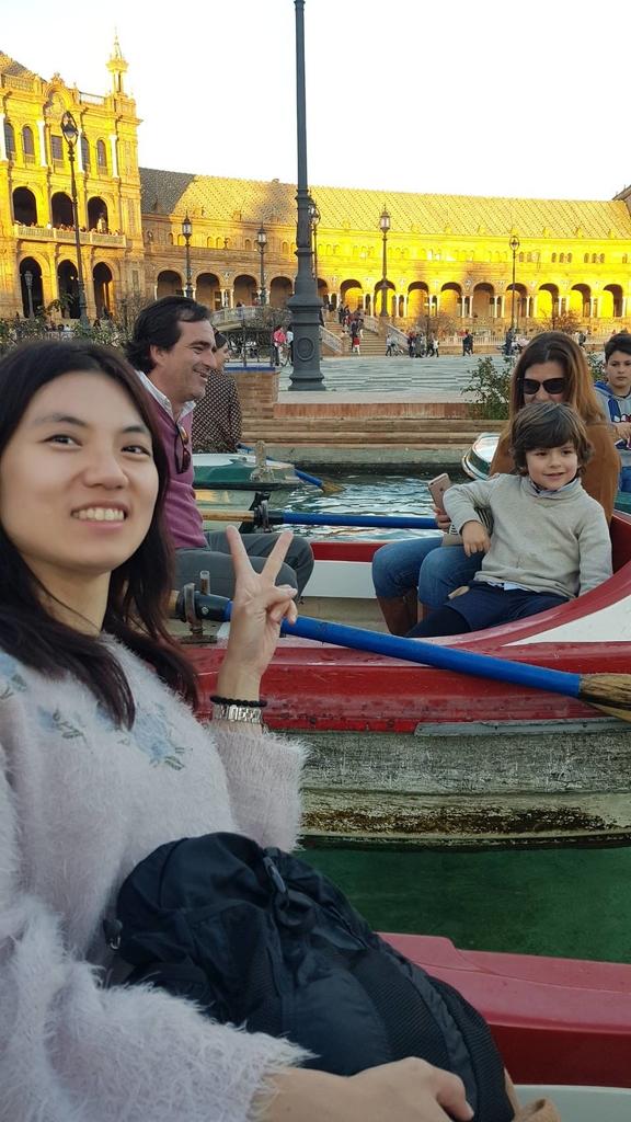 133145.jpg - 【西班牙.賽維亞】2020Sevilla西班牙廣場划10歐小船不限時間。假日觀賞佛朗明哥街頭藝人表演