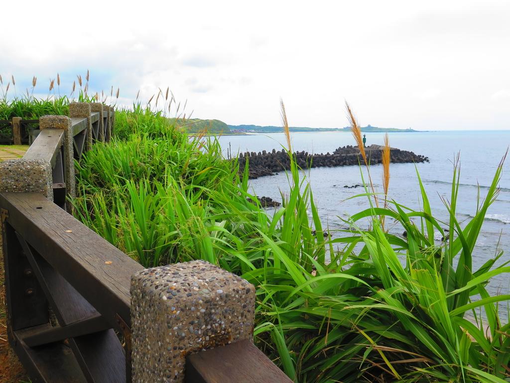 【台北】北海岸石門洞景點。美麗的貝殼砂海灘。熱門觀看夕陽&潮間帶景點:IMG_9521.JPG