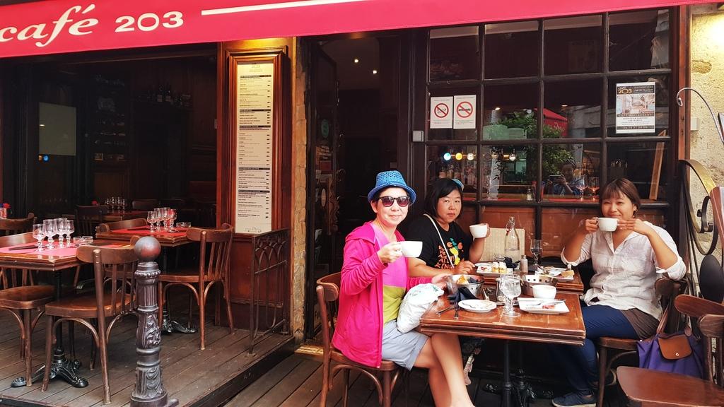 20190702_100629.jpg - 2019【法國】里昂Lyon。203 Cafe早餐麵包咖啡超美味推薦。莓類水果塔比甜點店好吃