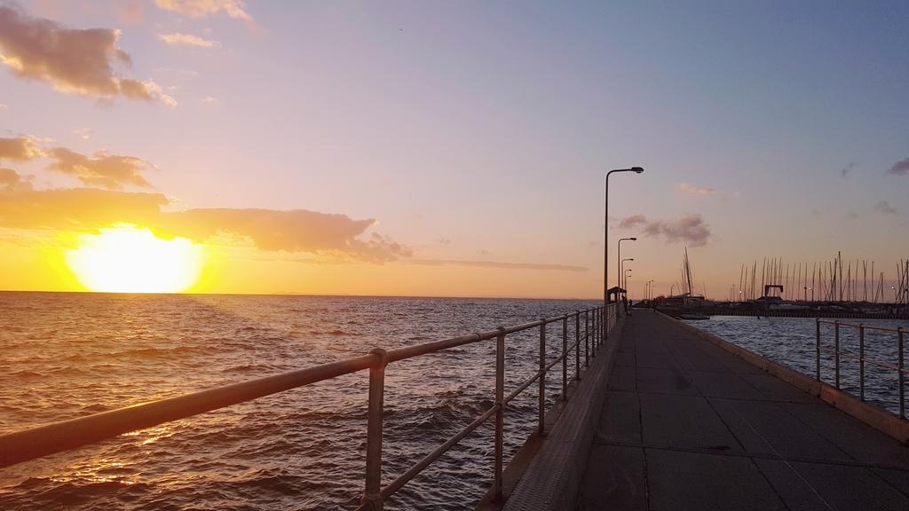 20190213_201207.jpg - 【澳洲.墨爾本】2019免費景點。Brighton Beach Bath Boxes 海邊彩色小屋