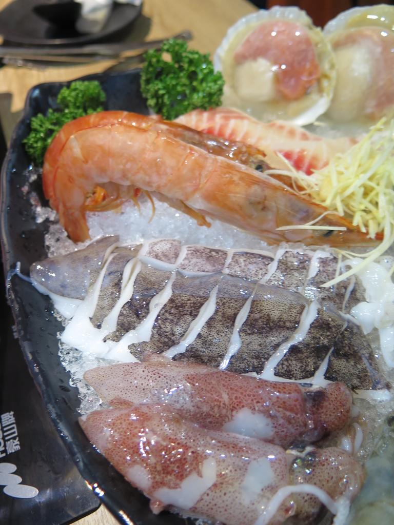 IMG_7287.JPG - 【中和.永和】午餐.晚餐推薦。樂番日式涮涮鍋。推樂番綜合海鮮鍋。11盎司兩大盤超大雪花牛肉鍋
