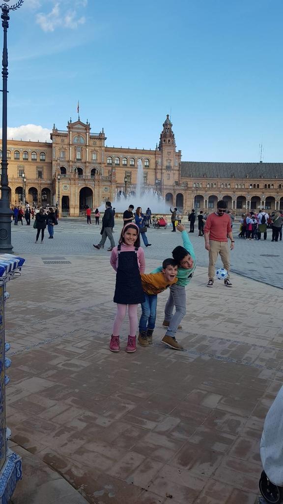133150.jpg - 【西班牙.賽維亞】2020Sevilla西班牙廣場划10歐小船不限時間。假日觀賞佛朗明哥街頭藝人表演