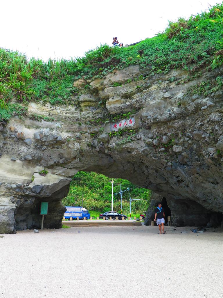 【台北】北海岸石門洞景點。美麗的貝殼砂海灘。熱門觀看夕陽&潮間帶景點:IMG_9566.JPG