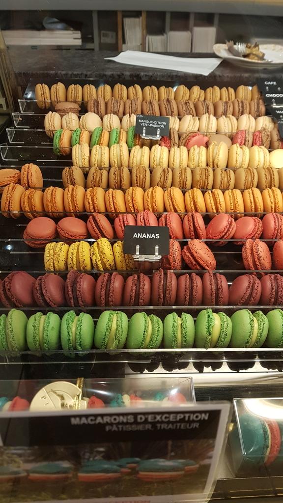 20190702_161518.jpg - 【法國.里昂】里昂LYON白萊果廣場逛逛&Pignol Zola法式甜點店