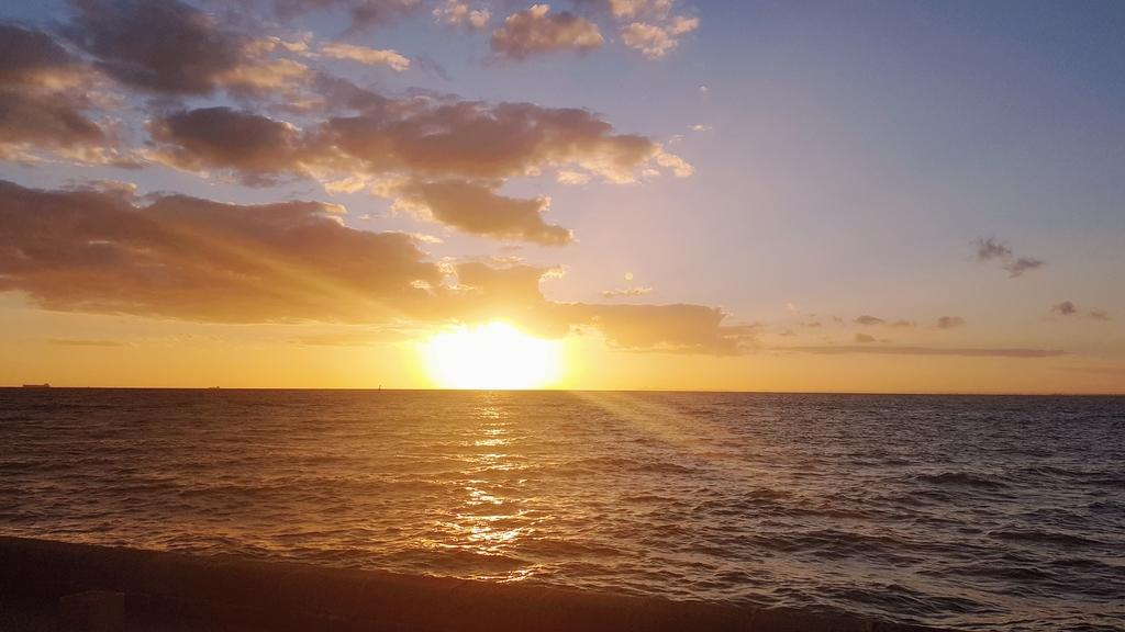 20190213_200644.jpg - 【澳洲.墨爾本】2019免費景點。Brighton Beach Bath Boxes 海邊彩色小屋