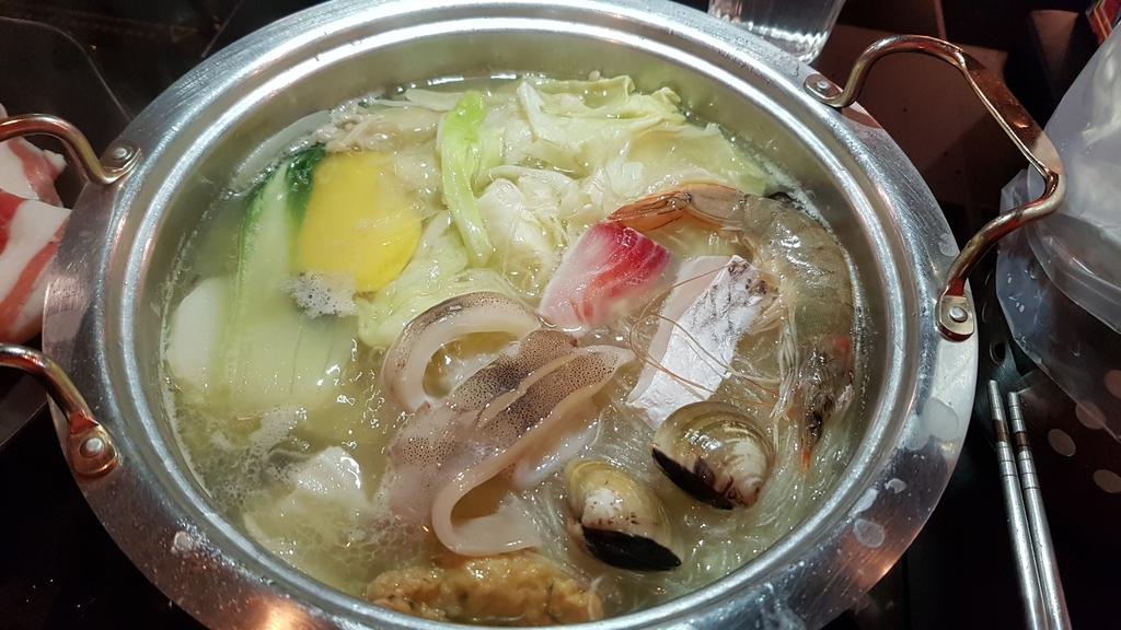 20180601_115555.jpg - 【中和.永和】火鍋推薦。高湯鍋推雙人超值海陸套餐。素菇高湯&牛肉高湯超美味