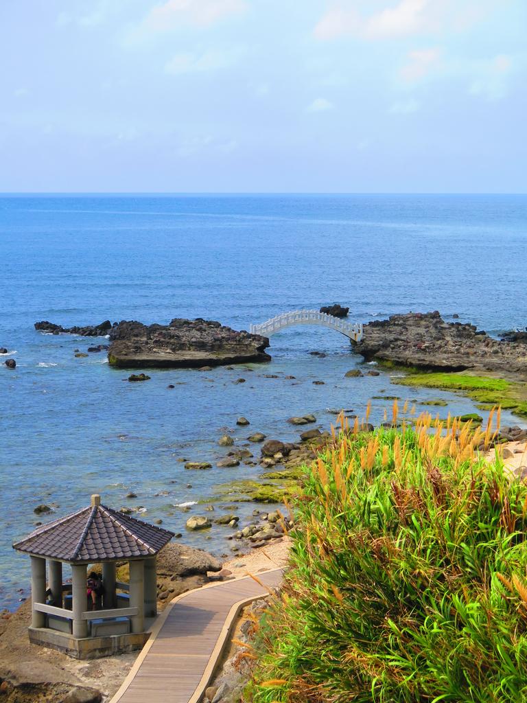 【台北】北海岸石門洞景點。美麗的貝殼砂海灘。熱門觀看夕陽&潮間帶景點:IMG_9540.JPG