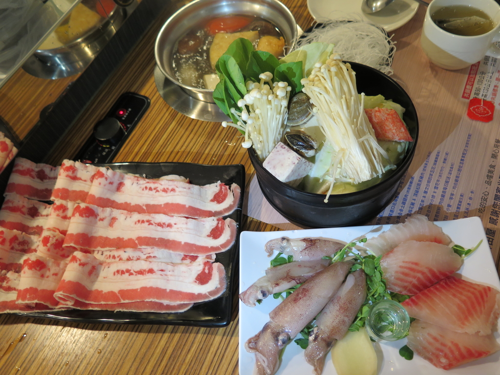 IMG_9107.JPG - 【中和.永和】鮮田屋涮涮鍋。超推薦美味昆布鍋底。永和最好喝的火鍋湯底