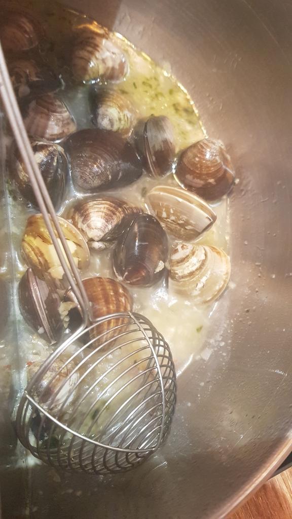 20191031_114534.jpg - 【中和.永和】瀧厚火鍋。平價高級肉專售店。超推濃醇香的蛤蠣爆爆鍋煮海鮮超美味