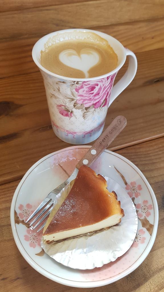 20191107_111930.jpg - 【中和.永和】仁愛公園咖啡甜點推薦。咖啡咖小木屋建築咖啡香四溢。野夫咖啡豆手沖美味咖啡