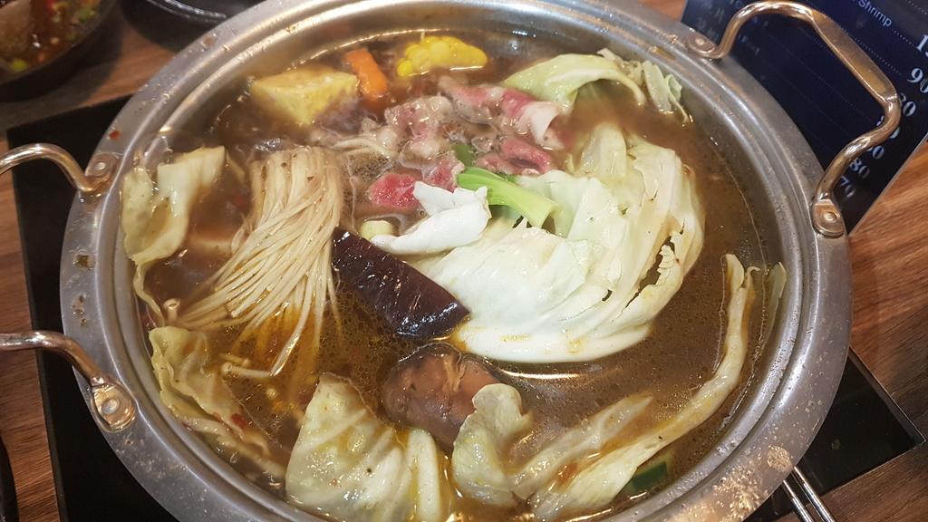 20191031_115604.jpg - 【中和.永和】瀧厚火鍋。平價高級肉專售店。超推濃醇香的蛤蠣爆爆鍋煮海鮮超美味