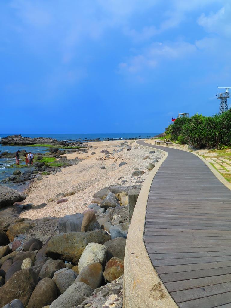 【台北】北海岸石門洞景點。美麗的貝殼砂海灘。熱門觀看夕陽&潮間帶景點:IMG_9673.JPG