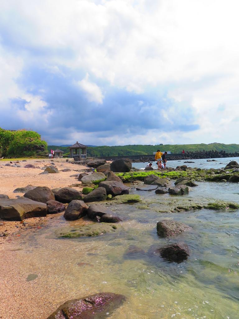 【台北】北海岸石門洞景點。美麗的貝殼砂海灘。熱門觀看夕陽&潮間帶景點:IMG_9694.JPG