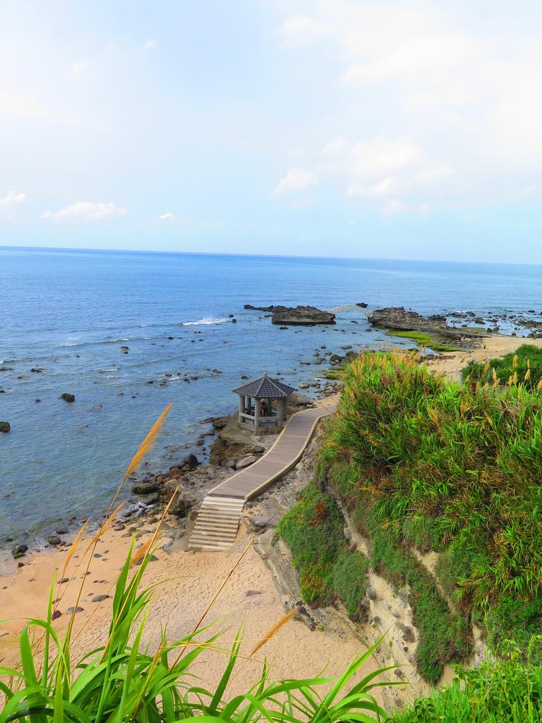 【台北】北海岸石門洞景點。美麗的貝殼砂海灘。熱門觀看夕陽&潮間帶景點:IMG_9536.JPG