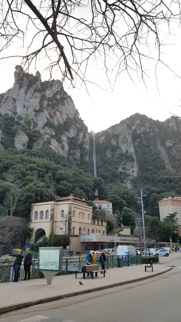133505.jpg - 【西班牙】2020巴塞隆納近郊。開車一個小時蒙特塞拉特山修道院散散步