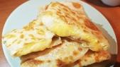 【中和.永和】頂溪捷運站早午餐推薦。晨時年代朝食所。推手工鮪魚起士蛋餅:20190528_075920.jpg