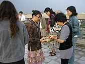 2009-6-6清晨登陸禱告會:5-6時--擘餅升旗 (25)--擘餅.jpg