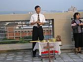 2009-6-6清晨登陸禱告會:5-6時--擘餅升旗 (27)--擘餅.jpg