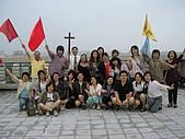 2009-6-6清晨登陸禱告會:5-6時--擘餅升旗 (36)--揚起旌旗--高舉十架.jpg