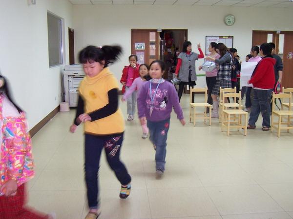 2010-4-4兒童、少年社區發彩蛋:102_0422.jpg
