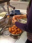 2009復活節彩蛋製作:008洗蛋.jpg