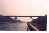 未分類相簿:二高近竹北的芎林交流道前的斜鶴腿橋,另4座在關廟休息站附近