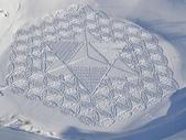 罕見的雪地創作 -11-3-2013:投影片15.JPG