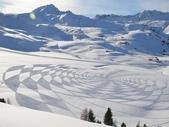 罕見的雪地創作 -11-3-2013:投影片16.JPG